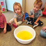 fun-play-niepubliczne-przedszkole-żłobek-tarnów-zabawa-kolorowa-piana (1)
